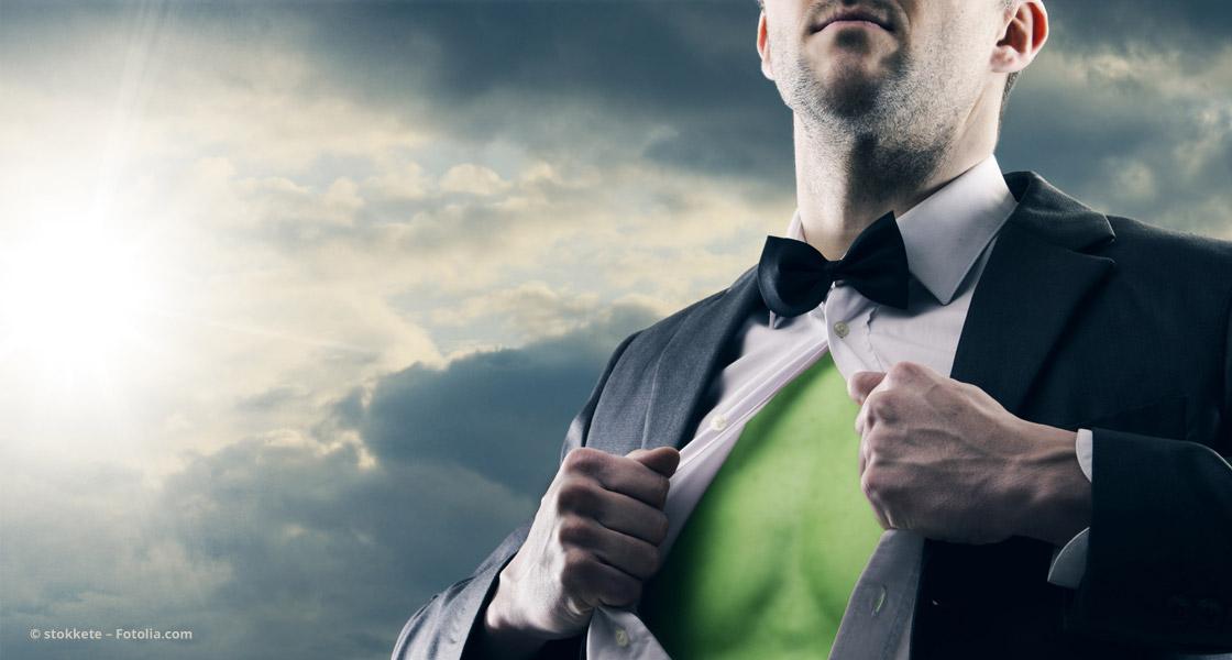 Mann zeigt seine Superkraft © stokkete – Fotolia.com
