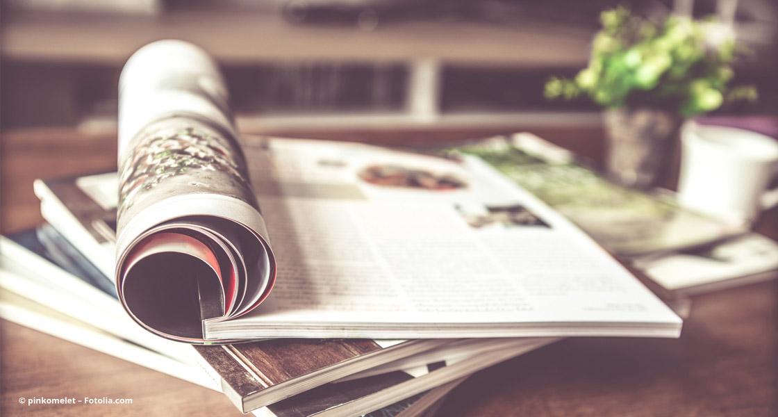 Zeitschriften auf dem Tisch
